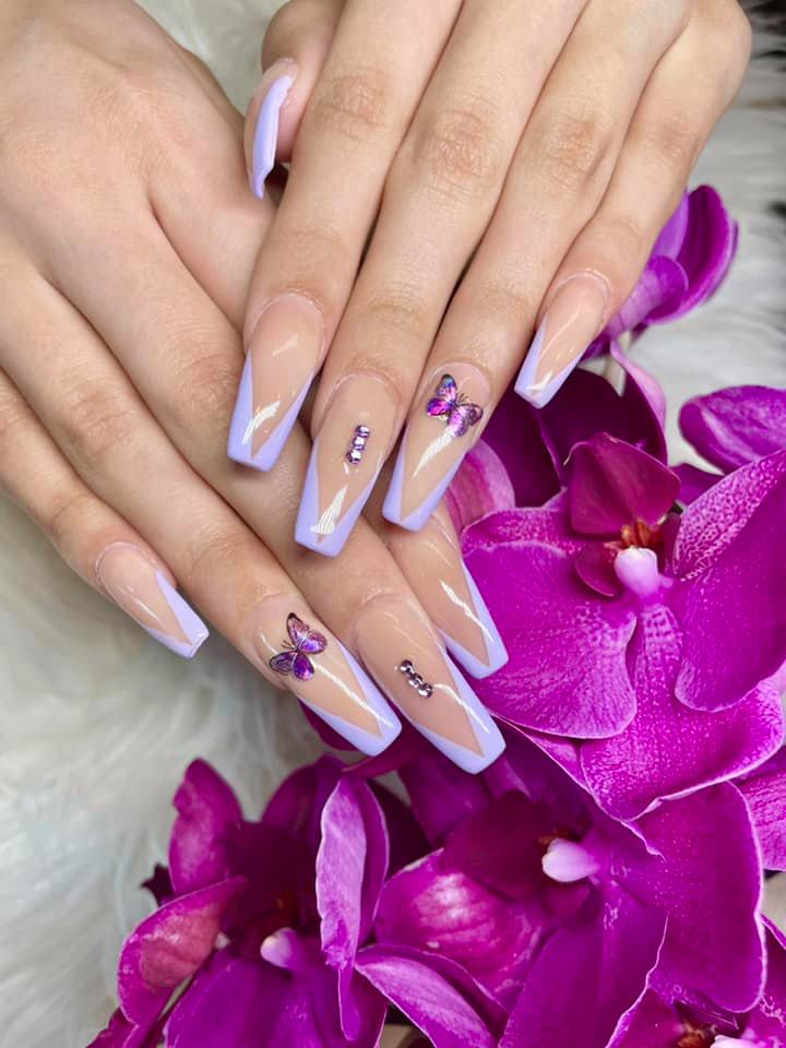 Get a New Set of Nails for the Summer!